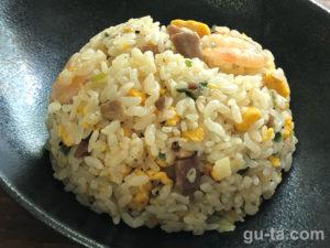 ローソンの冷凍食品『成城石井 海老と吊るし直火焼チャーシューの炒飯』