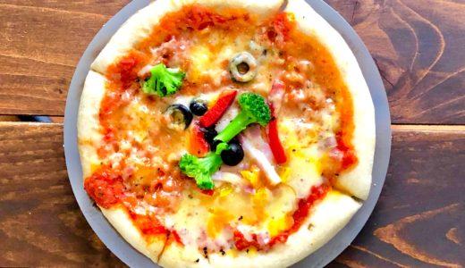ローソン『彩り野菜と熟成ベーコンのピッツァ』レンチンするだけで具材たっぷりのピザが楽しめる!しかも低糖質