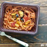 ローソン『野菜を食べる生パスタトマトソース』モッチモチのめんと大きめの野菜がベストマッチ!しかも低糖質