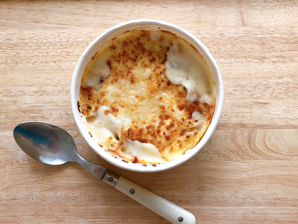 セブンイレブンの冷凍食品『5種のチーズグラタン』の内容量は210g