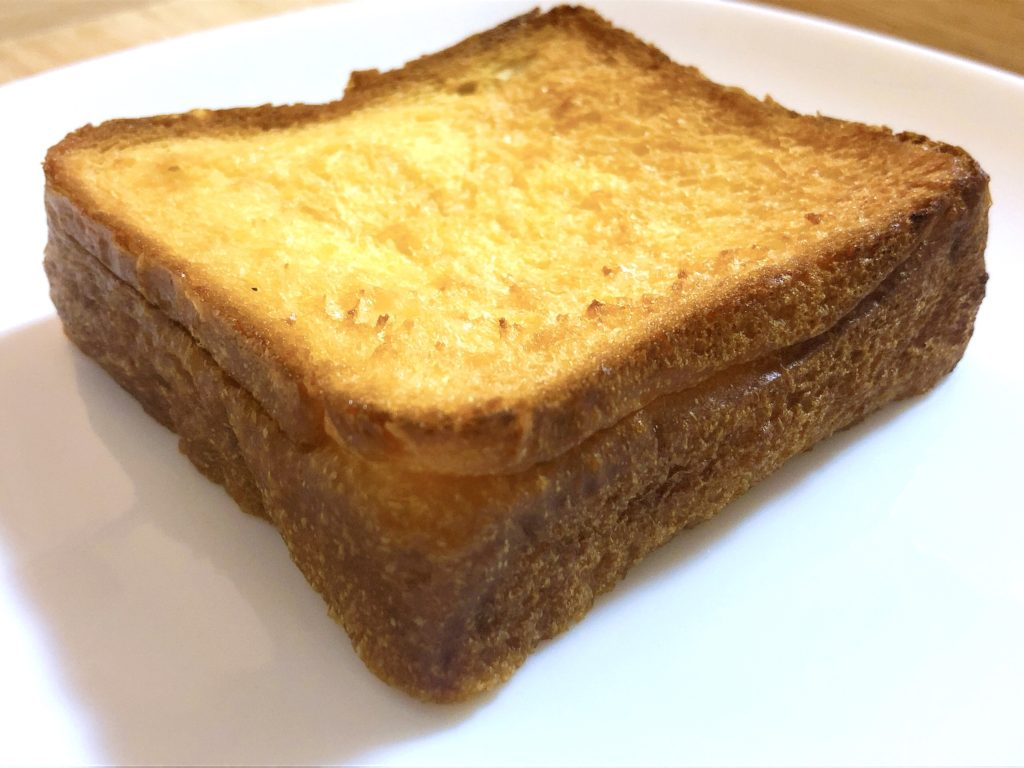 トーストからもシロップの甘い香りがします